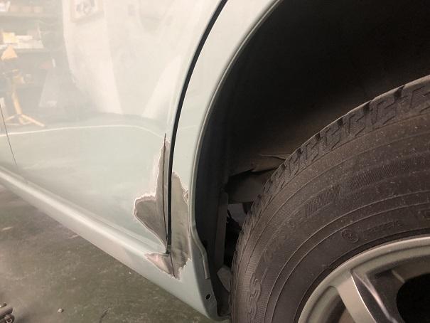 ドアとロックピラーの隙間の修正