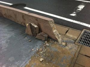 車をぶつけてブロック塀を壊してしまった