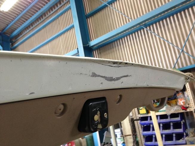 ステップワゴンのリヤゲート板金修理|内側も潰れていました